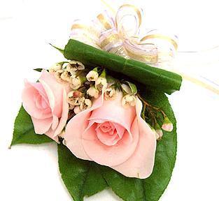 送花-玫瑰胸花3