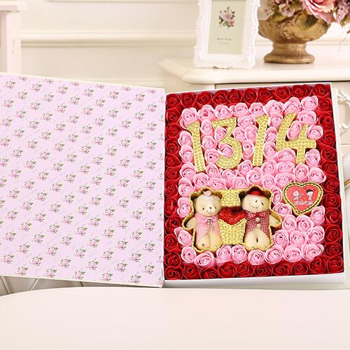 鲜花订购-香皂花1314+牵手熊 红色